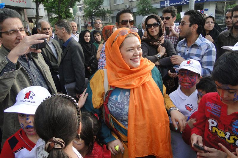 بار دیگر حمایت سفیر دوستی کانون هموفیلی ایران (بهاره رهنما ) از بیماران هموفیلی