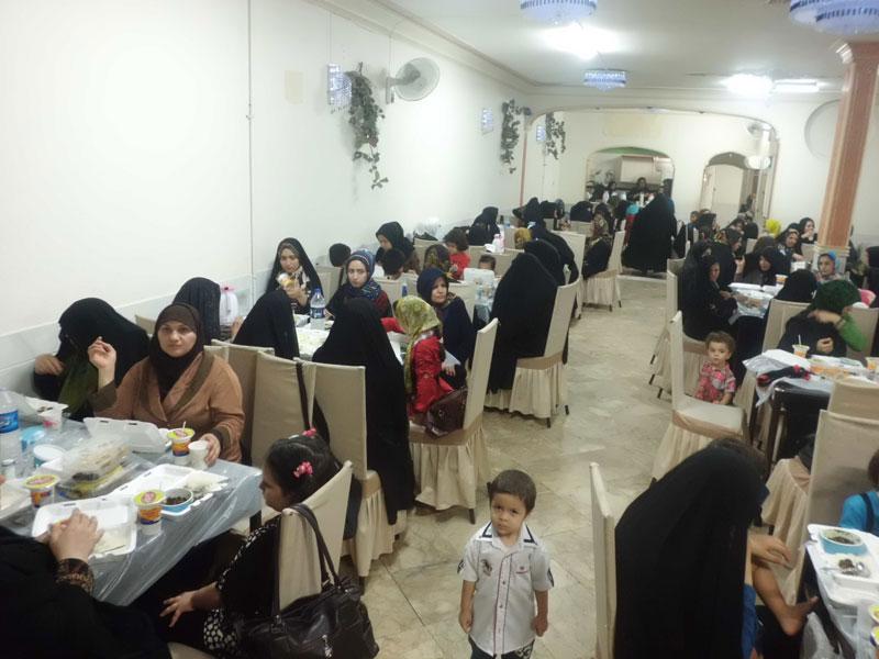 برگزاري ضيافت افطار با حضور بيماران و خانواده هاي آنان درقم